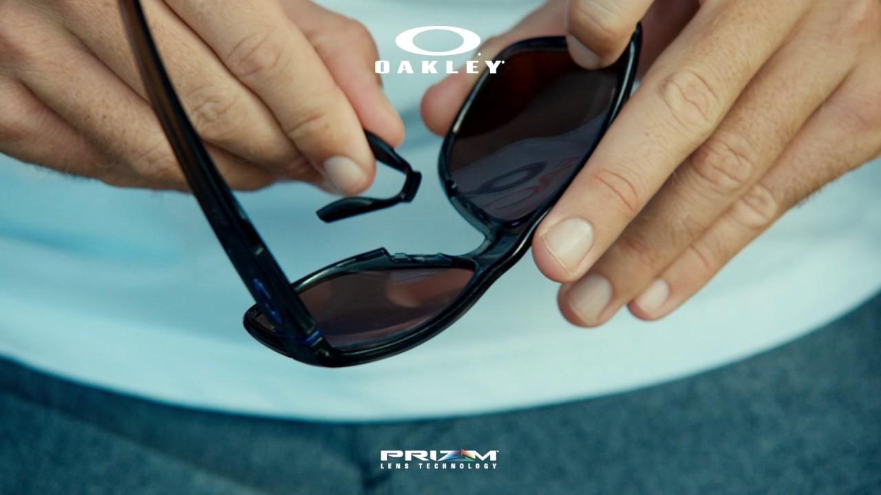 f200f4d06 Para eliminar as diferenças entre rotina do dia-a-dia e atividades físicas,  a coleção Crossrange™ da Oakley vem com apoios nasais e hastes extras ...