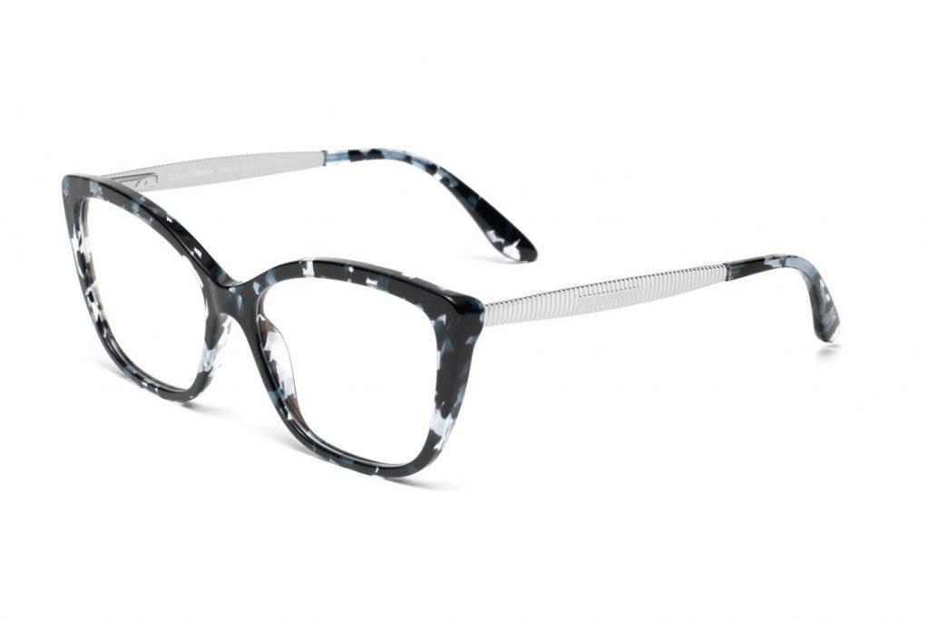 Óculos de grau em metal, com formato olho de gato, enriquecido na ponteira  da haste por um detalhe que evoca as volutas barrocas. O modelo está  disponível ... 0fbc884c91